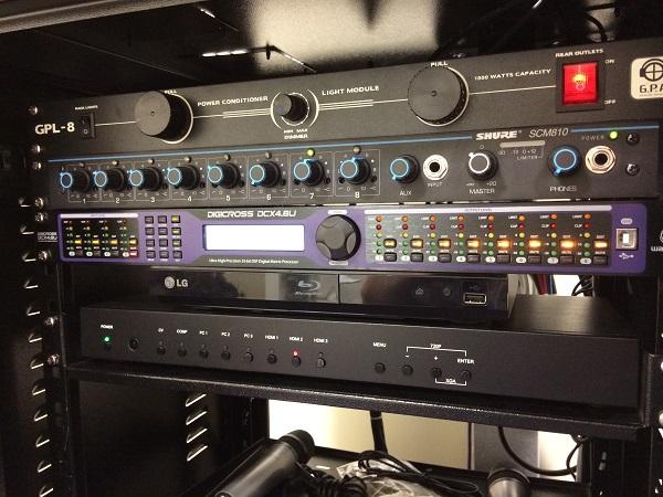 Por que um sistema audiovisual é importante para um auditório?